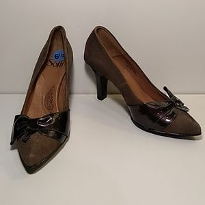 Sofft size 6.5m brown bow heel pumps